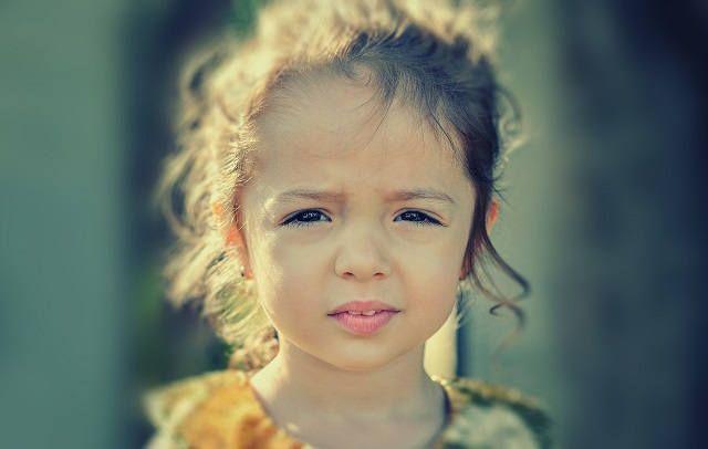 Ребенок грустит
