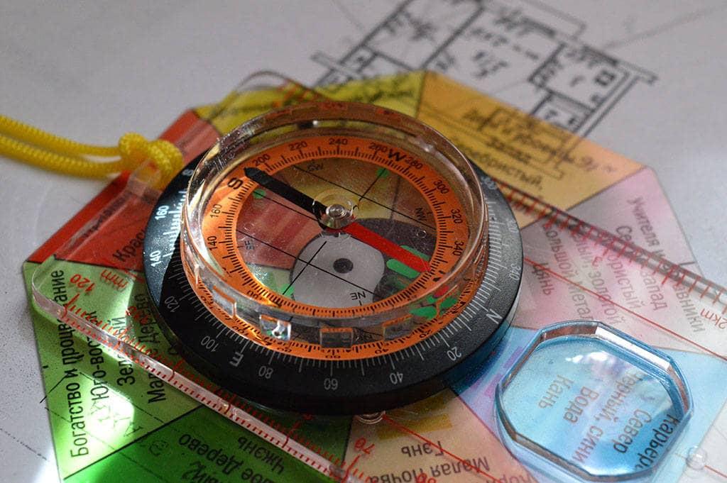 Компас и план жилища