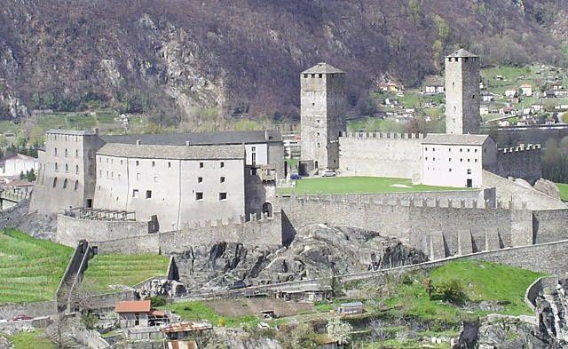 Замки Беллинцоны
