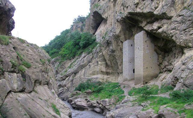 Ушкалойские башни-близнецы