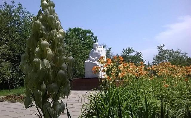 Памятник Кайсына Кулиева