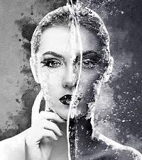 Девушка и мицеллярная вода