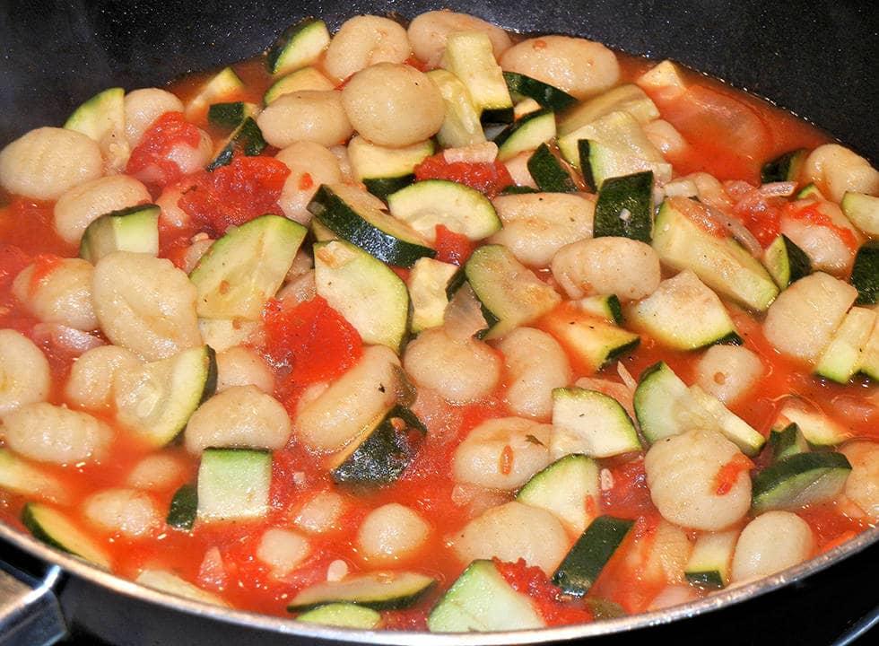 Салат из огурцов в томатной заливке для соляночки