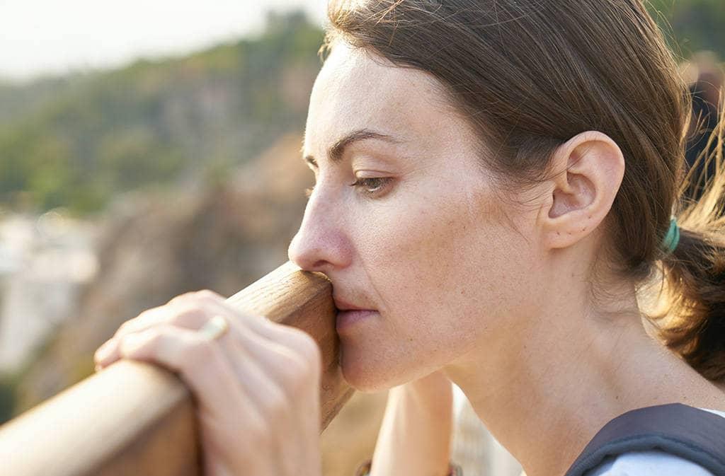 Женщина объективно оценивает своё состояние
