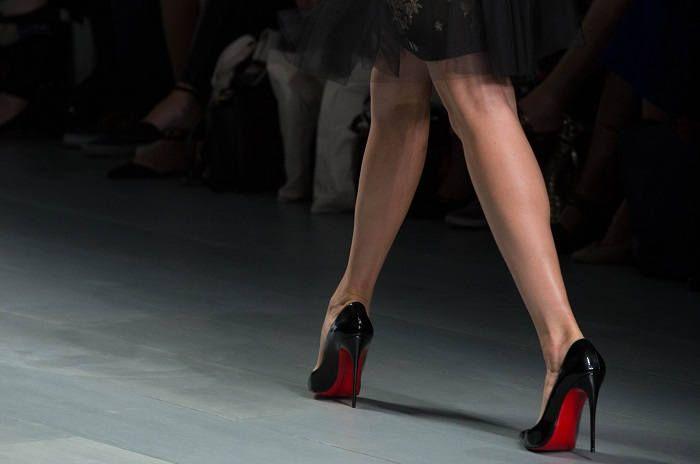 Женские ножки в лабутенах