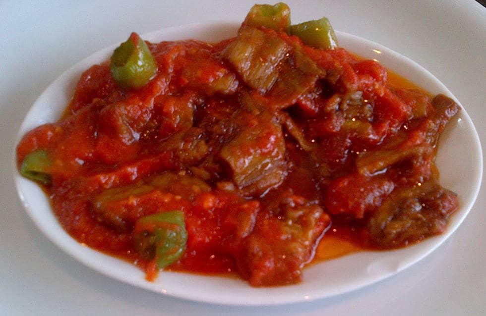 Блюдо острое рагу в томатном соусе