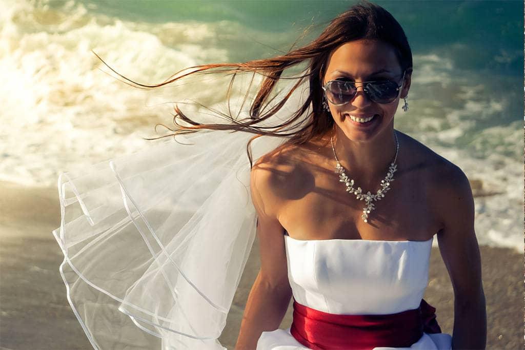 Женщина в свадебном наряде