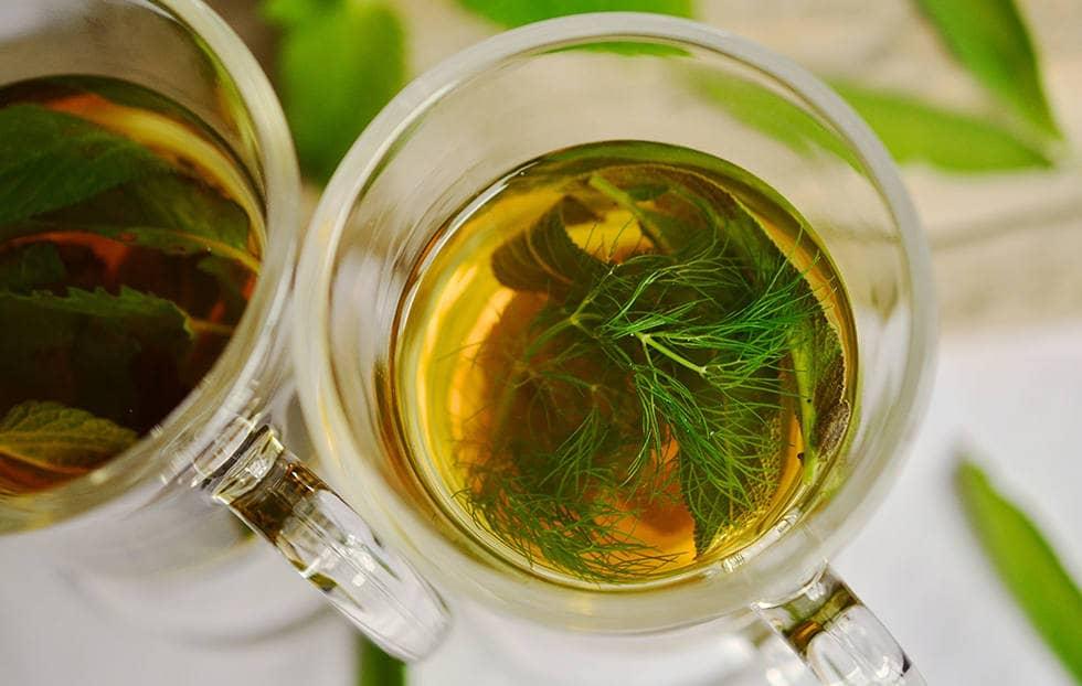 Чай с настойкой зверобоя