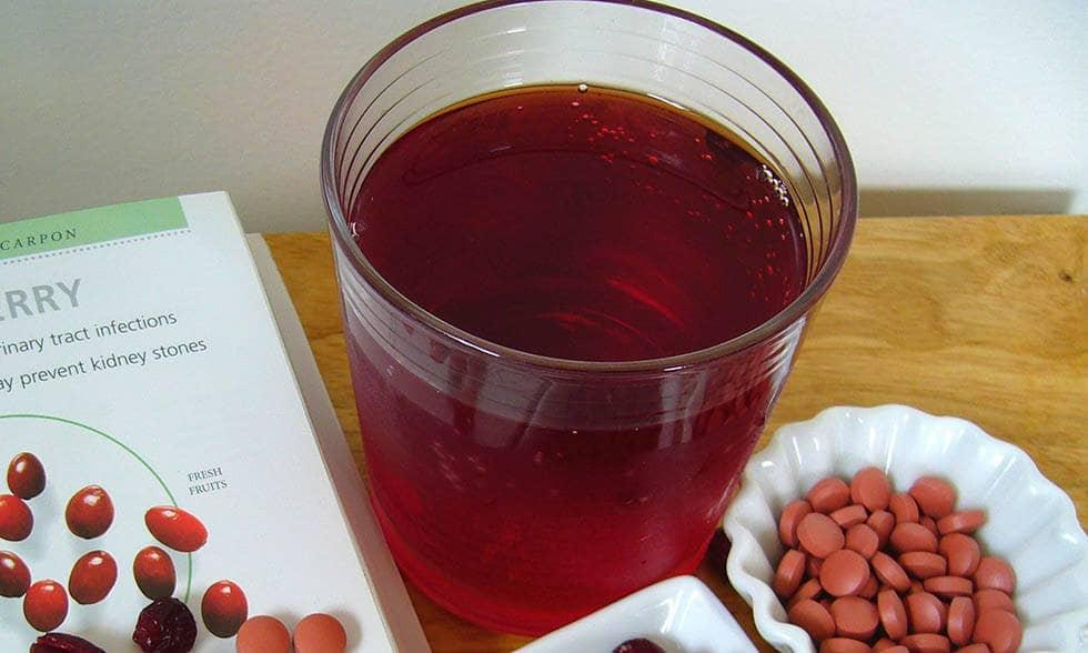 Клюквенный сок в стакане