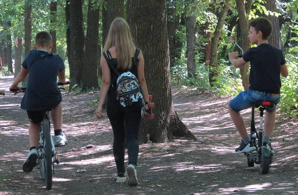 Галина гуляет с друзьями