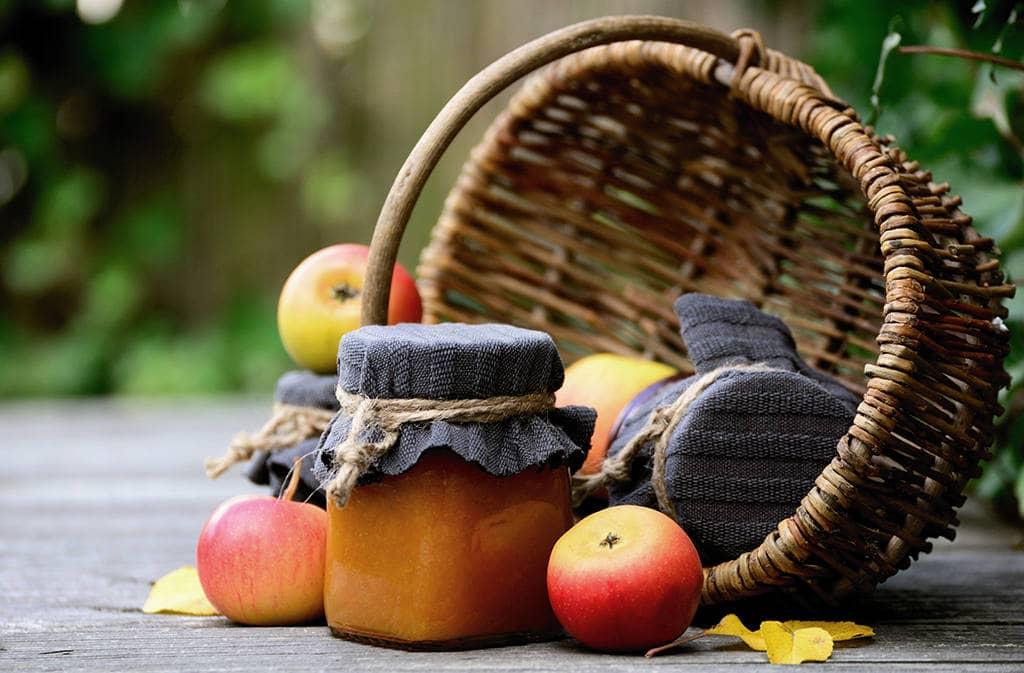 Яблочное повидло в банке